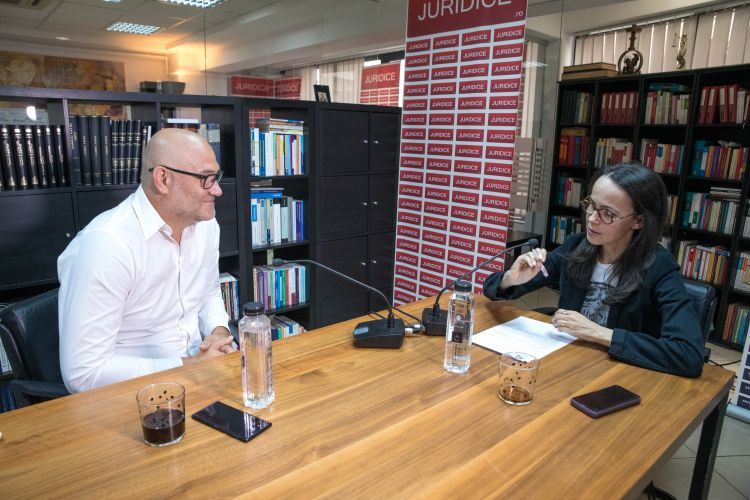 Antonio Iordan in studioul juridice.ro